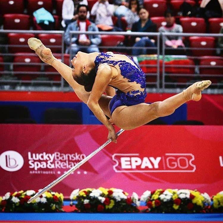 Златното момиче на България Невяна Владинова е една от най-добрите състезателки в света по художествена гимнастика. Неви притежава изключителна красота, собствен стил, борбен дух и никога не се отказва. Композициите й са изпълнени с рискови елементи, а представянията й винаги са изключително атрактивни.