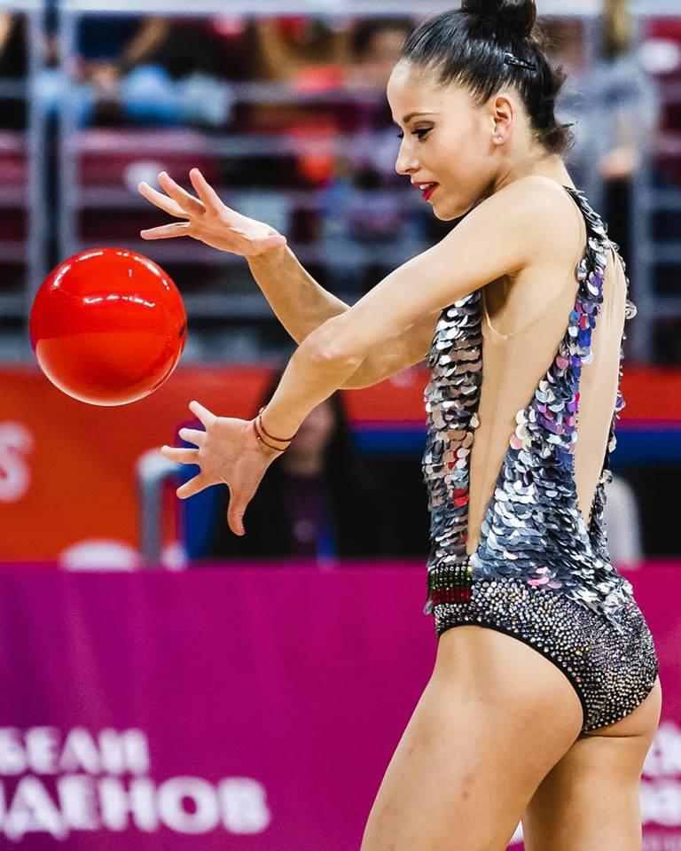 Златното момиче на България Невяна Владинова е една от най-добрите състезателки в света по художествена гимнастика.