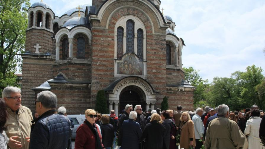 Близки и приятели си взеха последно сбогом с Радослав Янкулов
