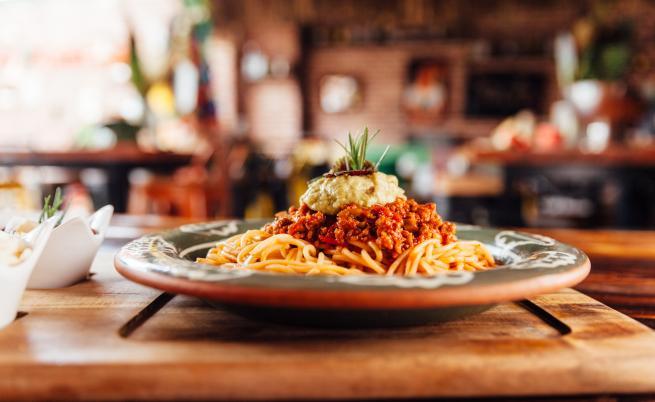 Учени: Не напълняваме, ако ядем въглехидрати вечер
