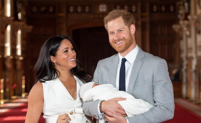Уволниха журналист от Би Би Си след туит за бебето на Меган и Хари