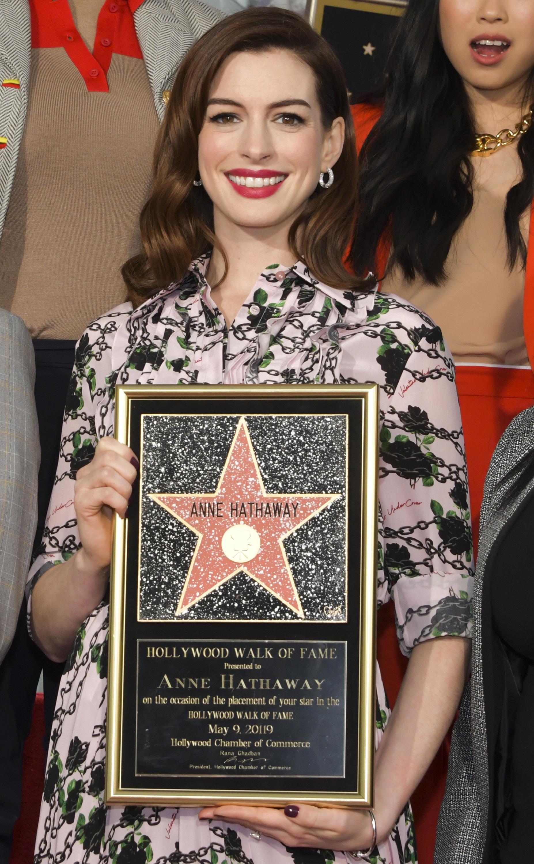 """""""Наистина съм много развълнувана"""", каза носителката на """"Оскар"""" за поддържаща женска роля през 2013 г. за филма """"Клетниците"""", благодарейки на почитателите си, които я подкрепят и й посвещават малко от времето си, и на хората които са до нея от десетилетия."""