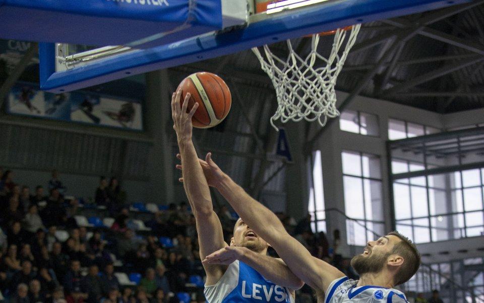 Баскетболното първенство стартира с дерби