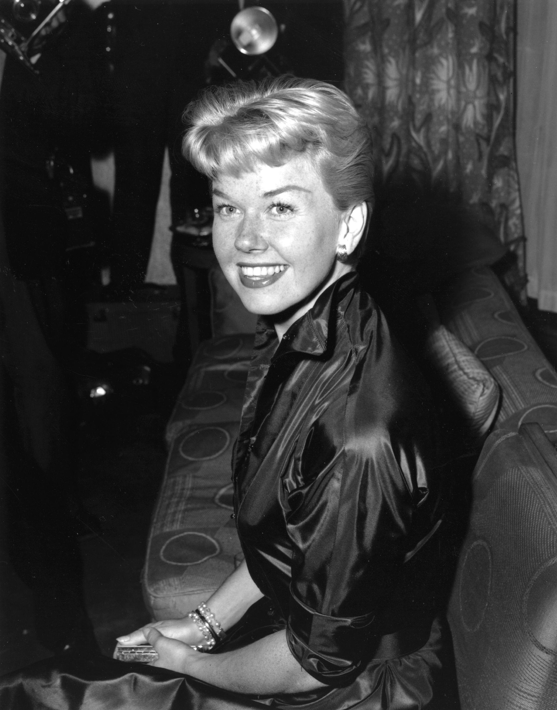 Легендарната певица и актриса Дорис Дей, чиито роли в холивудски драми, комедии и мюзикъли от 50-те и 60-те години на ХХ век са сред най-популярните от периода, почина на 97 години.