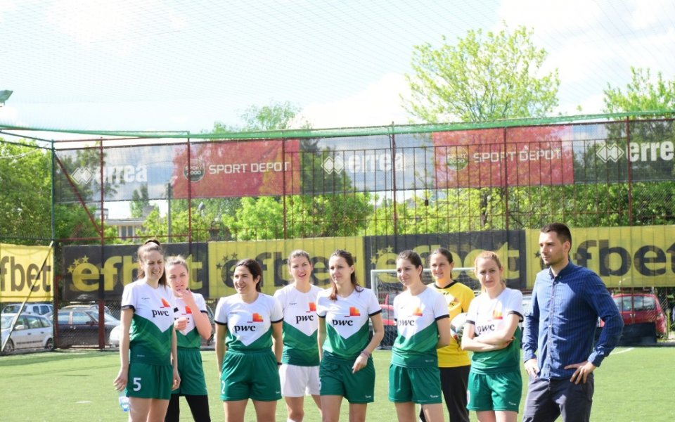 Дамите и децата превърнаха любителски футболен турнир в истинско забавление