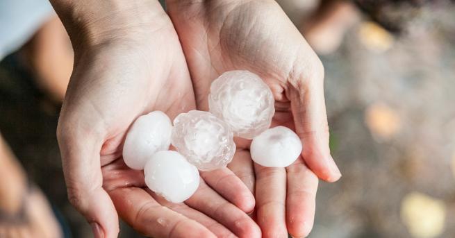 България Градушка като орех валя днес край Карлово и Нова
