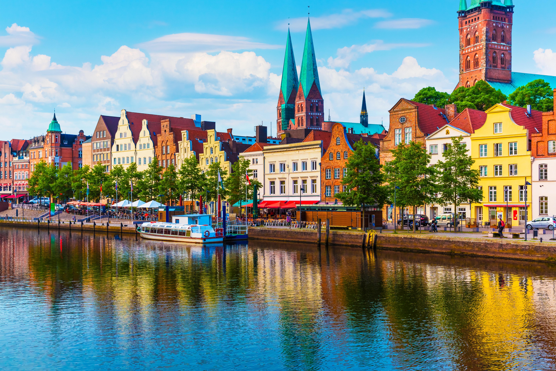 """Любек<br /> Любек е бил най-богатият от всички ханзейски градове и години наред е ръководил Ханзата. Наричали са го дори """"Кралицата на Ханзата"""". През 1987 година ЮНЕСКО включва стария град на Любек в световното културно наследство. Там се намира и музеят на Ханзата, проследяващ разцвета и упадъка на този могъщ търговски съюз, в който са членували близо 200 града."""