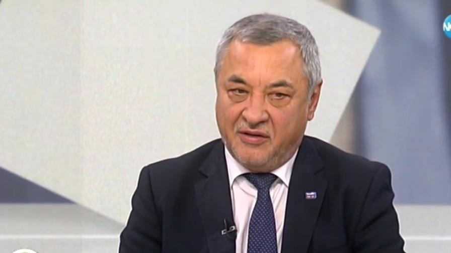 """Валери Симеонов: Държавата да помогне на засегнатите от фалита на """"Томас Кук"""""""