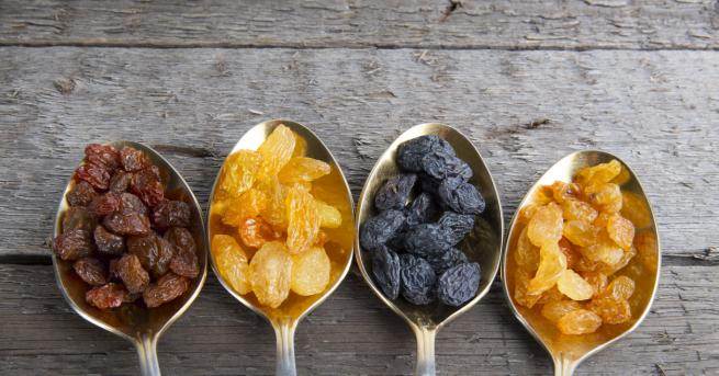 Стафидите се получават чрез изсушаване на гроздовия плод. Дори да