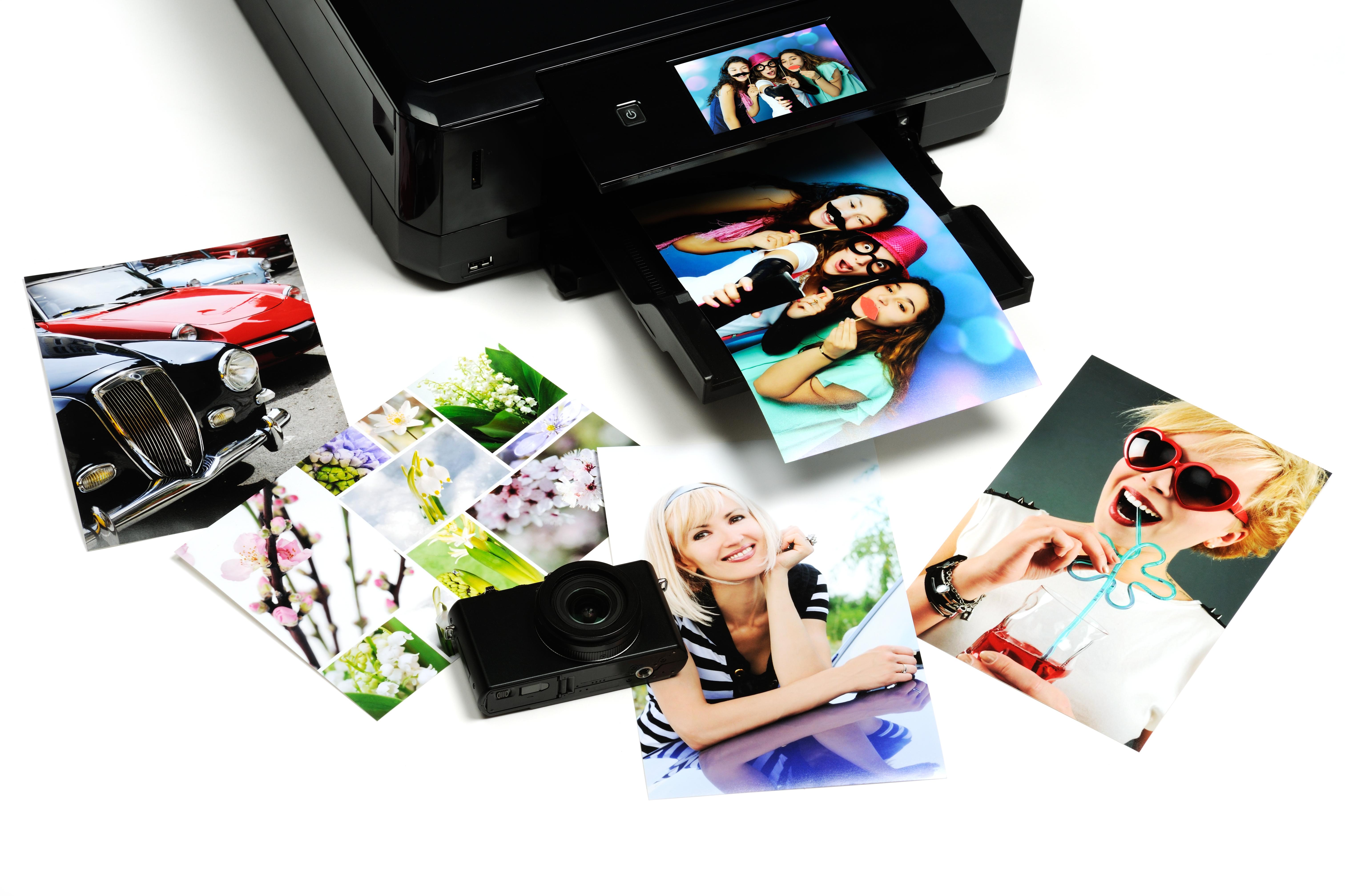 Mini Photo Printer Мини фото принтерът е чудесен подарък за мобилни фотографи. Приспособлението е в състояние да отпечатва снимки от 2 до 3 инча на хартия. Потребителите бързо и лесно могат да редактират снимките си преди да ги отпечатат чрез мобилно приложение.