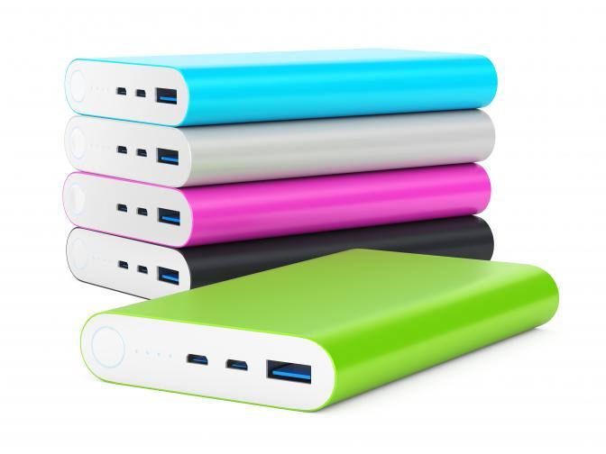 10000 PD Portable Battery Pack 10000 PD е powerbank, чийто капацитет от 10 000 mAh е достатъчен за пълно зареждане на повечето смартфони минимум два пъти, като очаквайте да остане и още енергия в запас. Оборудван с USB порт и USB-C порт с възможности за бързо зареждане, това е подходящ подарък за хора, които са постоянно в движение.