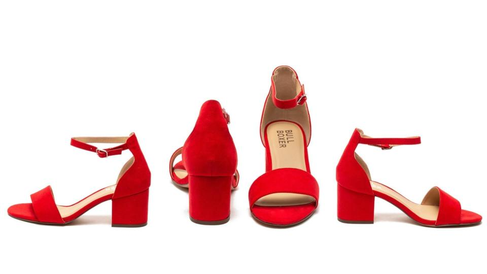 Червените сандали за страстно и незабравимо лято