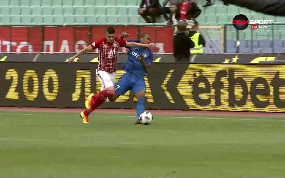 При сблъсък между Стойчо Атанасов и Паулиньо в 48-ата минута