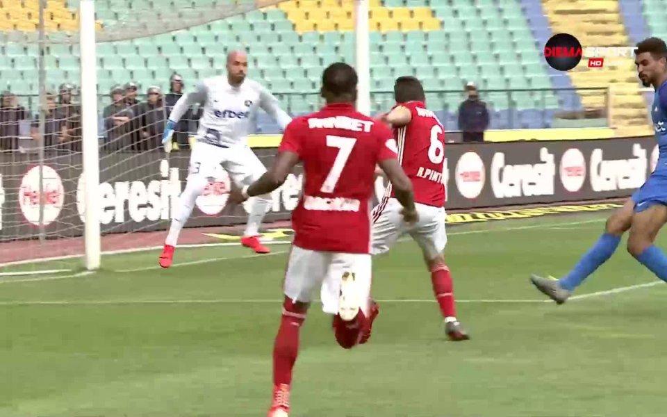 Спорна ситуация беляза 55-ата минута на мача Левски - ЦСКА
