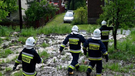 <p>Торнадо в Полша удари повече от 100 сгради</p>