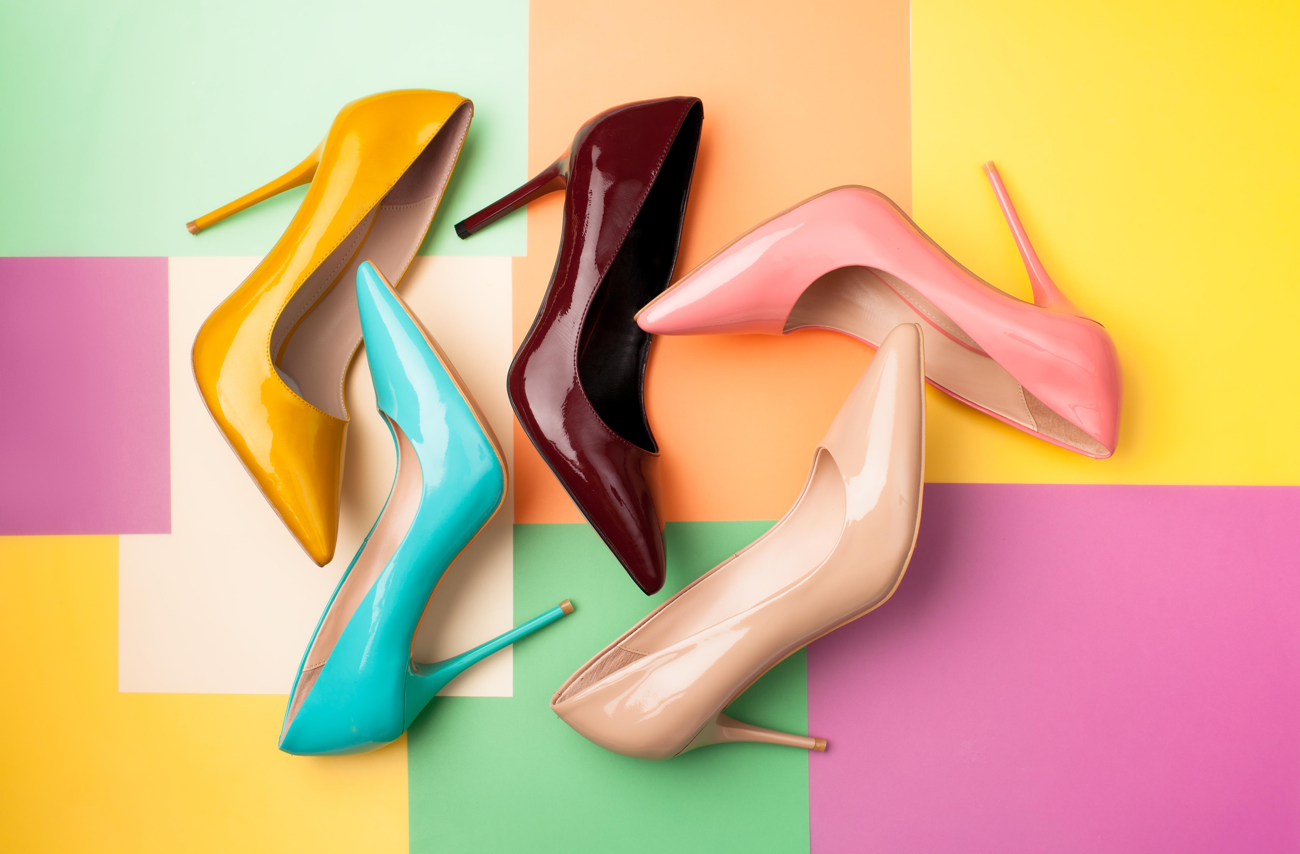 <div>Поръсете бебешка пудра в обувктие ви, за да абсорбира неприятната миризма. Освен това можете да разтриете малко количество и върху стъпалата си, за да предотвратите неприятното триене и изпотяване.</div>  <div> <div> <div> <div></div> </div> </div> </div>