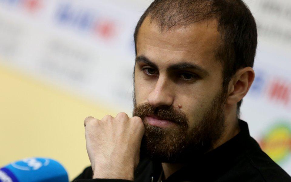 Футболистът на ЦСКА Тиаго Родригес получи наградата си за Играч