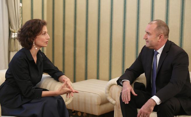 На снимката: Президентът Румен Радев и генералният директор на Организацията на ООН за образование, наука и култура (ЮНЕСКО) Одри Азуле