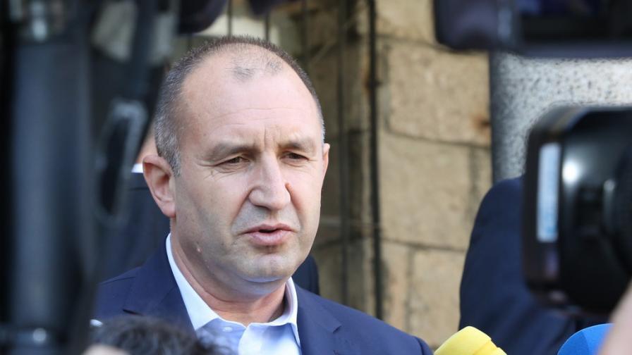 Радев: Армии от полуграмотни тролове дискредитират публични личности