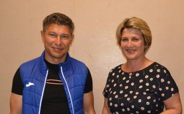 Краси Балъков и Весела Лечева се засякоха в изборната секция