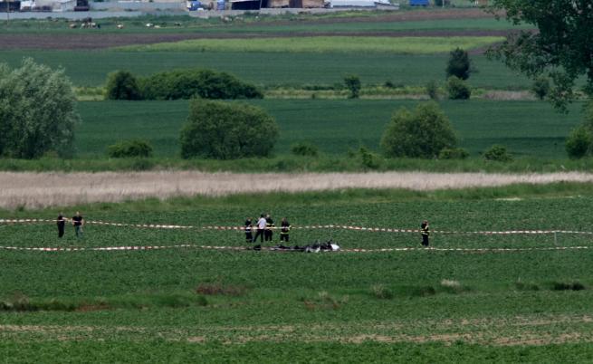 Малък самолет падна край Ихтиман, двама са загинали