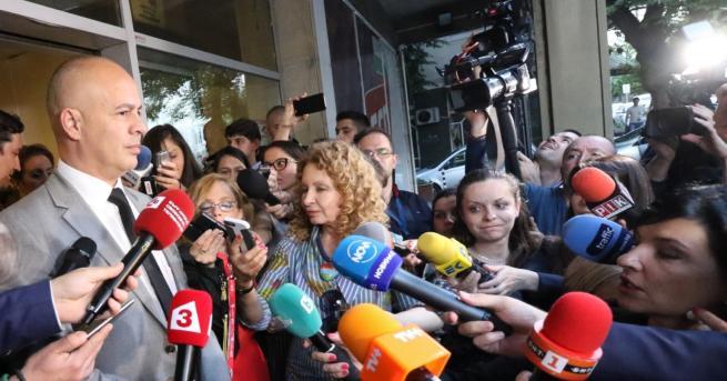 България Първи коментар от БСП: Правим паралелно преброяване Засега от