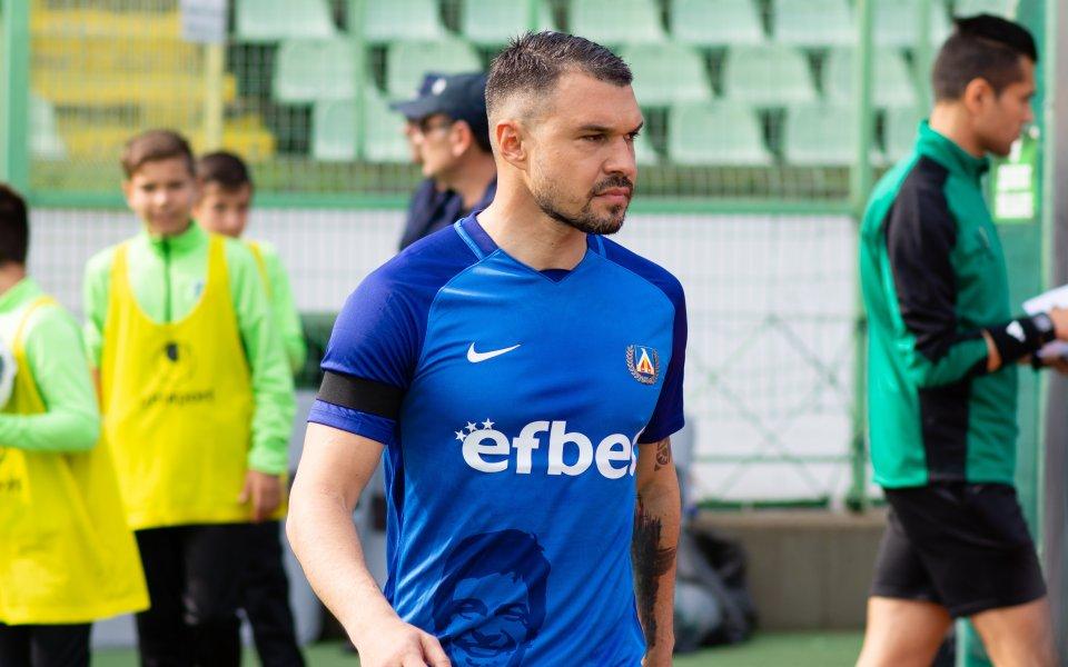 Ще играе ли Божинов в Дунав, снимка предизвика множество реакции?