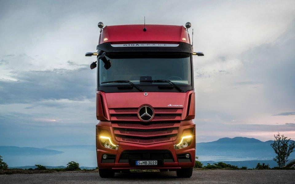 Mercedes-Benz с премиера на новия Actros на Truck Expo