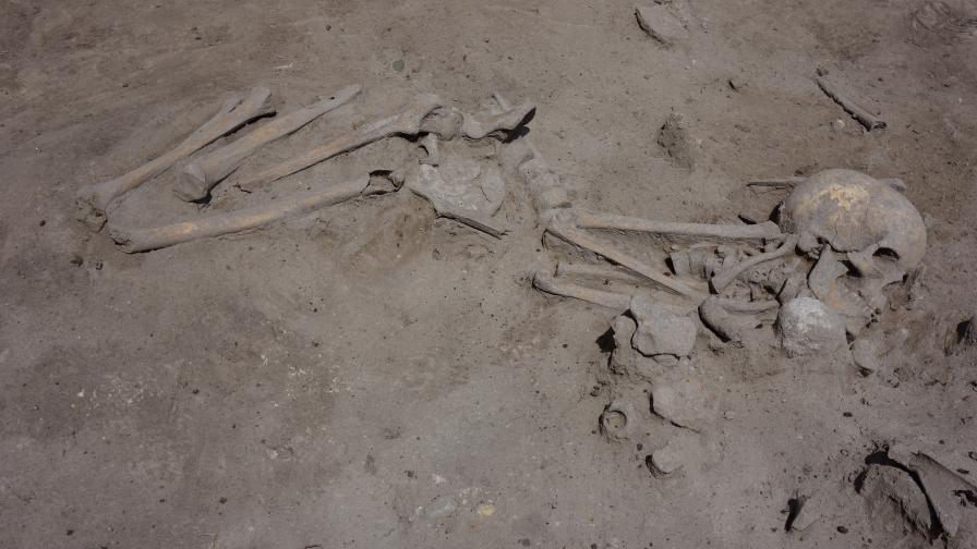 <p>Откриха скелет на близо 8000 години в &bdquo;Слатина&rdquo;</p>