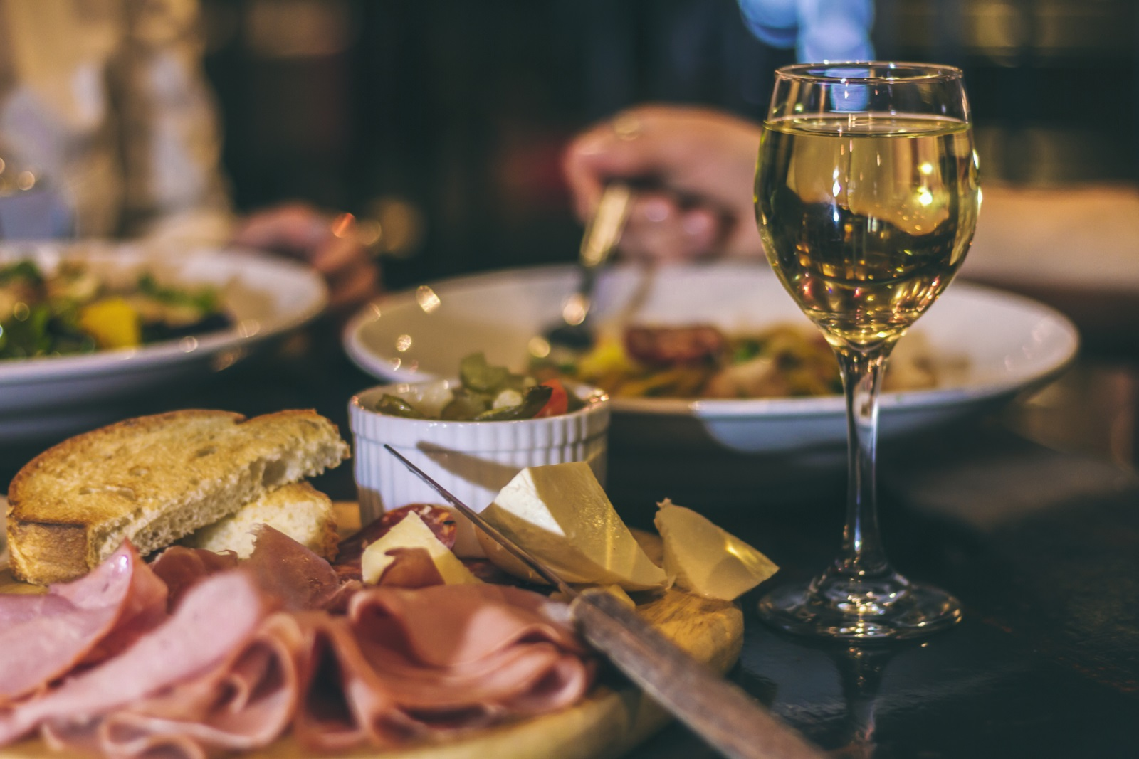Телецът е традиционалист и би оценил качествената храна и стилната обстановка.