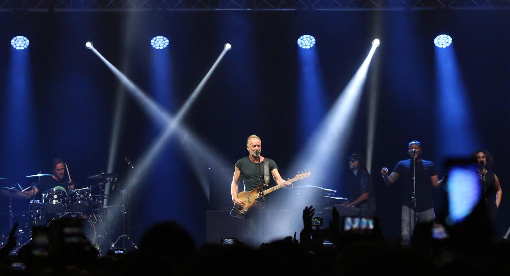"""Sting включи България в новото си европейско турне. То носи името My Songs. Концертите, включени в него са наистина много специални. Многобройните почитатели на великия музикант имаха удоволствието да станат част от едно ново невероятно и динамично шоу. Те чуха най-обичаните песни на Sting, белязали впечатляващата му кариера, като """"Englishman In New York,"""" """"Fields Of Gold,"""" """"Shape Of My Heart,"""" """"Every Breath You Take,"""" """"Roxanne,"""" """"Message In A Bottle"""", и др."""