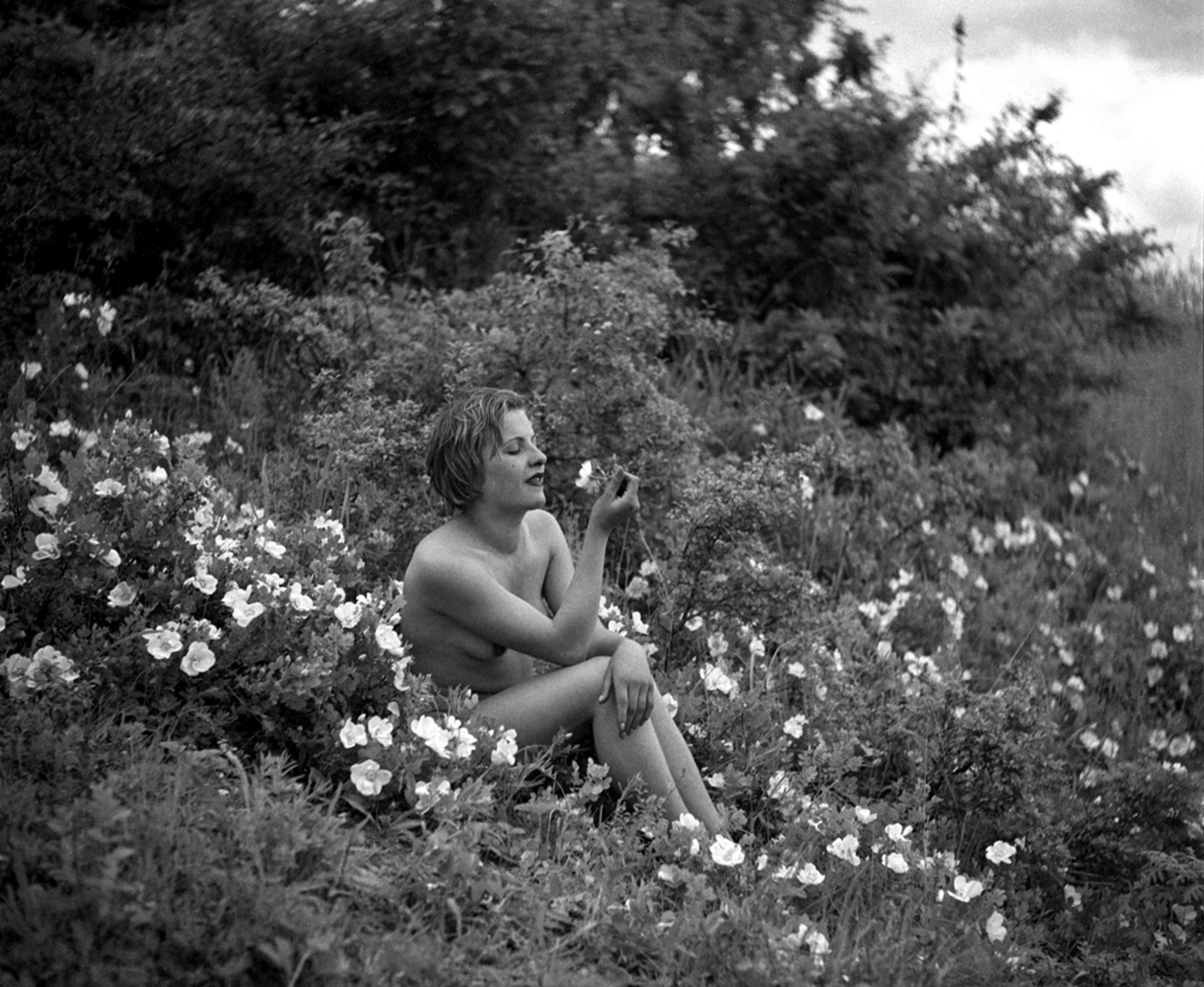 Автор на скандалните за времето си снимки е Георги Ст. Георгиев, основоположник на съвременната фотография у нас.