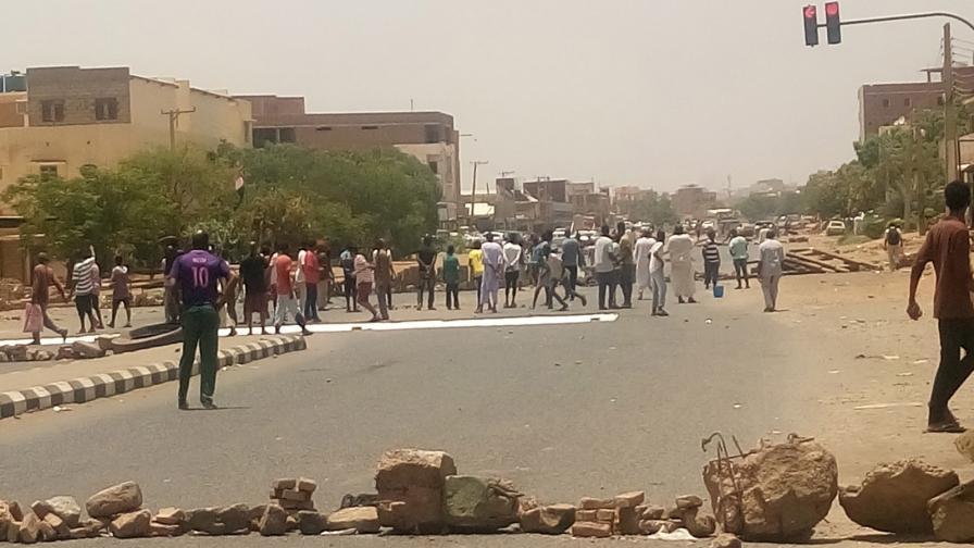 <p>С външна помощ, Судан смазва протестите</p>