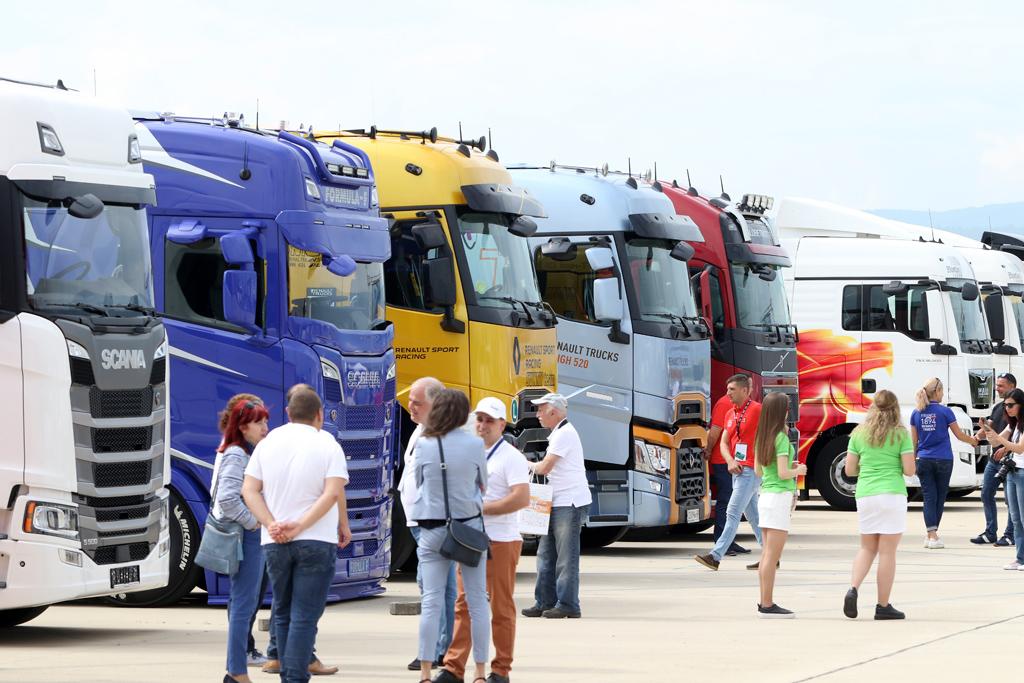 Най-голямото събитие в сектора на тежката автомобилна индустрия се организира от Асоциацията на автомобилните производители и техните представители в България (ААП), която представлява 95% от утвърдените марки производители на леки автомобили, товарни автомобили, автобуси и мотоциклети.