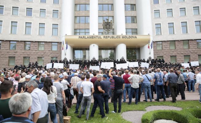 Спор за властта в Молдова, назначиха временен президент