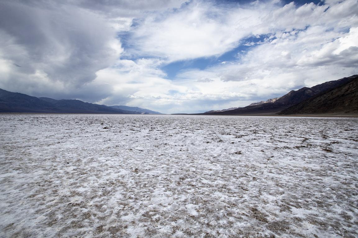Пресъхналият басейн Бадуотър (Лоша вода) в Долината на смъртта е на 86 м. под морското равнище, което го прави най-ниската точка в САЩ и Северна Америка и втората в Западното полукълбо след Лагуна дел Карбон в Аржентина/105 м под морското равнище/.