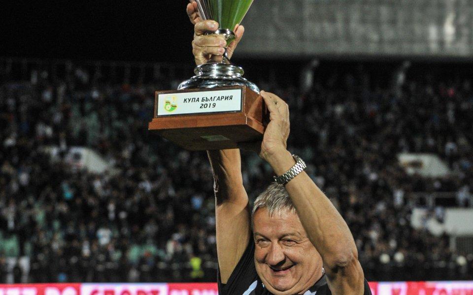 Ръководството на Локомотив Пловдив ще подпише договор с централния защитник
