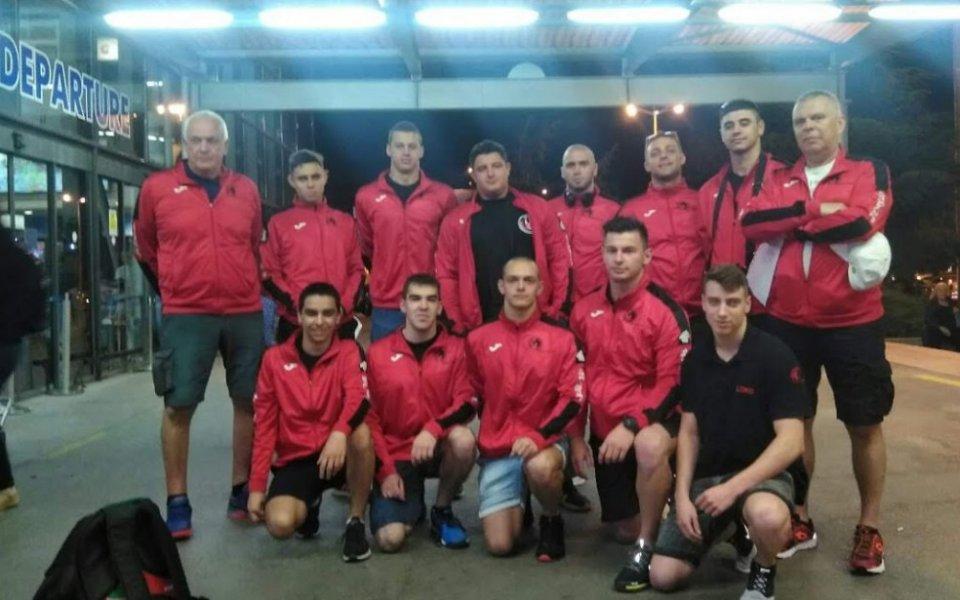 Мъжкият отбор по водна топка на Локомотив НН замина за