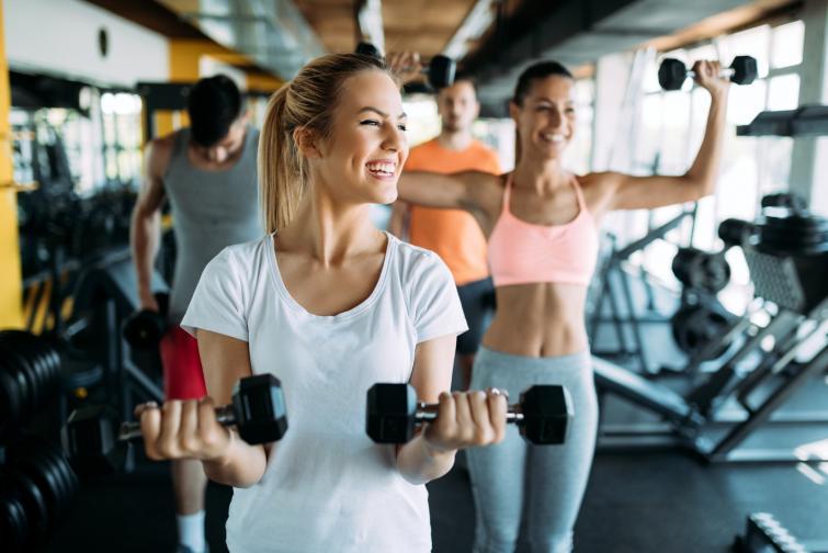 Ако сте любител на фитнеса, тренировката с тежести ще ви помогне за изгаряне на мазнините, ще оформи и стегне мускулатурата, ще изглеждате по-атлетични.