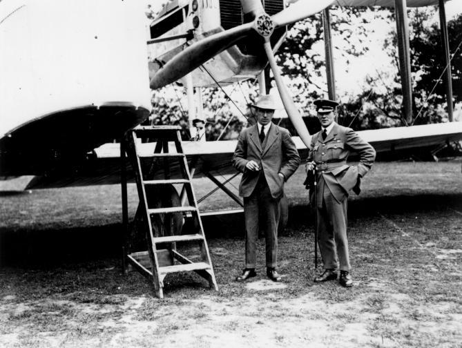 На 14 юни 1919 година английските авиатори Джон Уилям Елкок и Артър Браун излитат от канадското градче Сент Джон, Ню Фаундленд със самолет на компанията