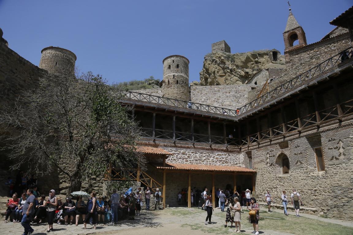 Грузинския православен манастирски комплекс Давид Гареджа, на около 100 километра от Тбилиси, Грузия. Грузинците отбелязват ежегодния фестивал на Давид Гареджа, основан през шести век в близост до границата с Азербайджан.