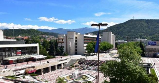 Благоевград е един от най-приятните населени местав България, известен катоградас