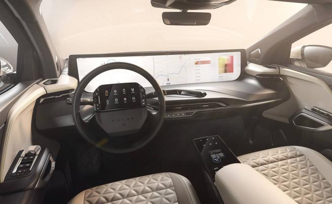 Китайците превръщат автомобила във високотехнологичен кино салон
