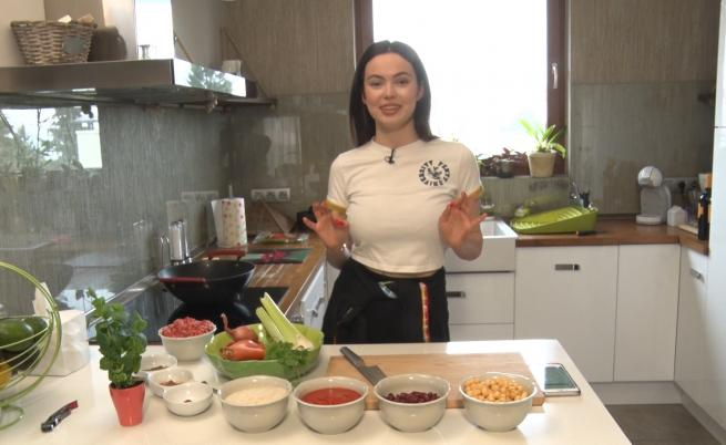 Любимата закуска на Ева Пармакова - нещо, което всички обичаме