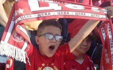 Благотворителен търг за фланелка на ЦСКА в помощ на братчетата Калоян и Симеон