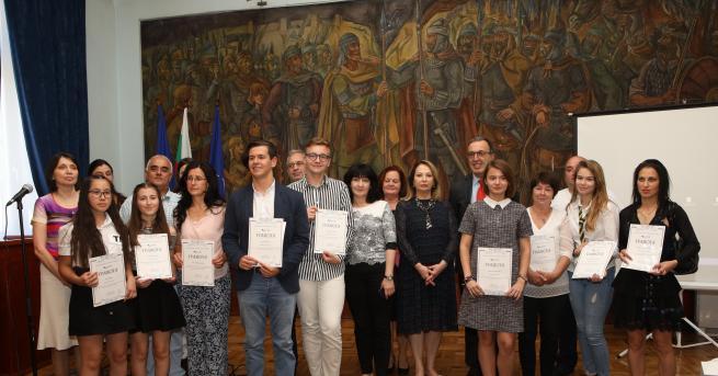 България Ученички с разработка за Възродителния процес спечелиха Националния исторически