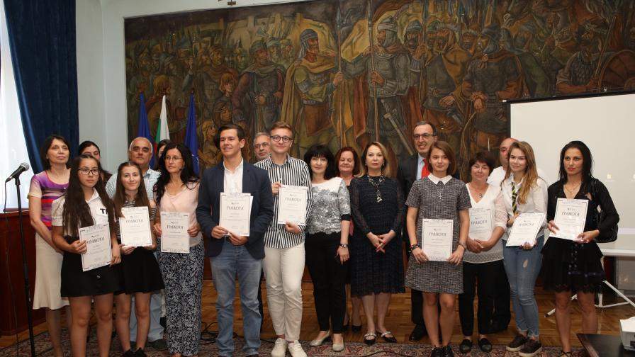 Ученички с разработка за Възродителния процес спечелиха Националния исторически конкурс