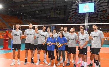 Габи Петрова и Алекс Начева подкрепиха волейболистите в Пловдив