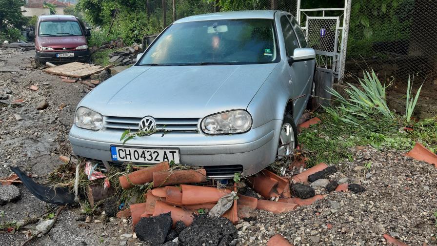 Бедствено положение в Котел - асфалтът е...