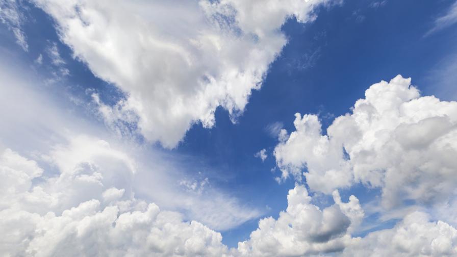 Пролетно топло време, облачно, но без валежи днес